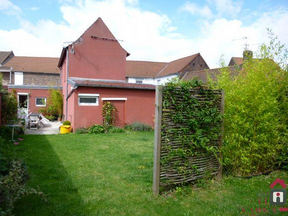 PHALEMPIN, maison à louer avec 2 chambres, jardin et garage, 79m².